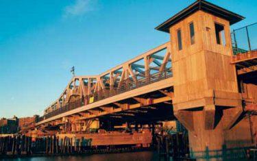 Neue Brücke mit altem Charme1