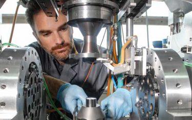 An engineer prepares the Tribogyr test machine at INSA de Lyon.