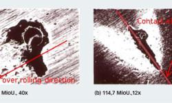 Bild 4: Versuchsergebnisse für die Ausbreitung von Ausbrüchen ausgehend von einer künstlichen Eindrückung im Zentrum der Innenringlaufbahn eines Kegelrollenlagers. Die Ellipse zeigt die ungefähre Größe des Hertz'schen Kontakts.