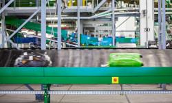 Конвейеры для багажа в аэропортах – стандартная область применения малогабаритных уплотнённых сферических роликоподшипников SKF Explorer.