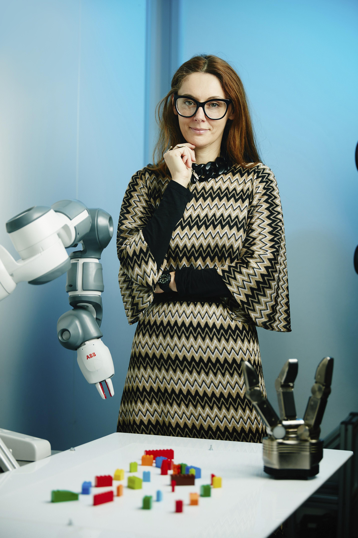 Danica Kragic entrevoit une automatisation croissante en milieu industriel pour les tâches les plus lourdes, sales et dangereuses.