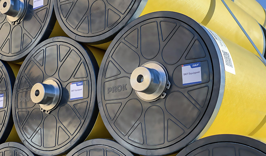 配备SKF深沟球轴承的复合材料辊。
