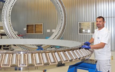 Advanced testing accelerates development of offshore bearings