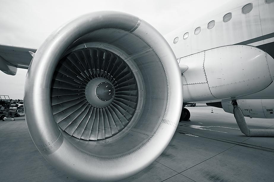 图4:飞机发动机工厂。