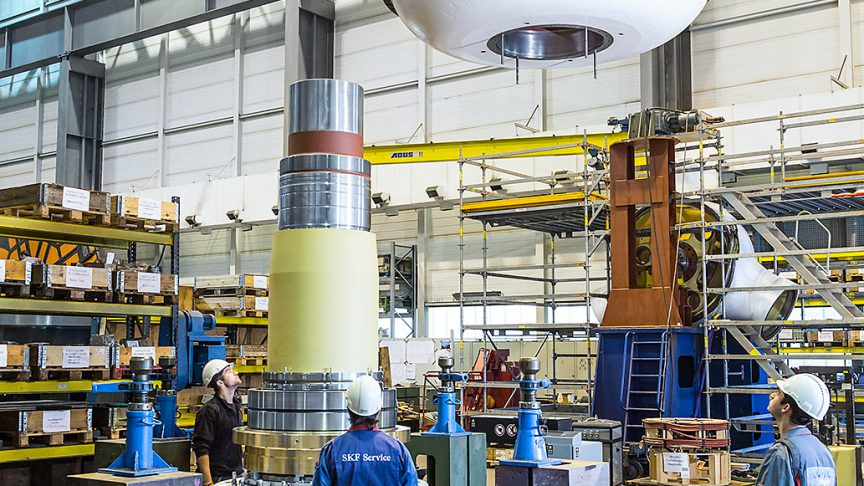 Assembling of the turbine main shaft. The front cover is being put into place. It incorporates a special seawater resistant seal, designed and supplied by SKF Marine.