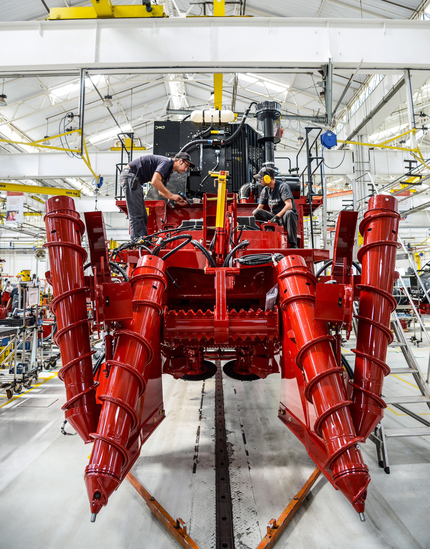 位于巴西皮拉西卡巴的凯斯纽荷兰工厂的一台甘蔗收割机。