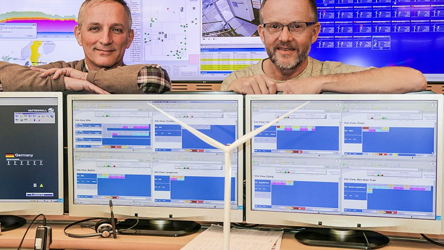 Peter ­Scheibner, SKF (left), and Lars Buhrkall, Vattenfall, at the monitoring center in Esbjerg.