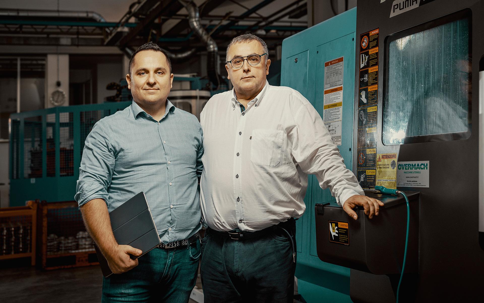 Benevelli S.r.l公司的商务 总监Alessandro Benevelli (左)和首席执行官Alberto Benevelli。