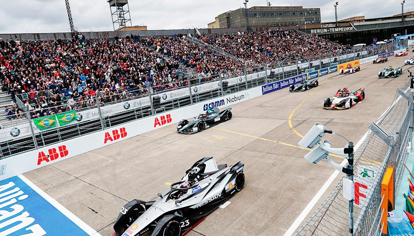 Sébastien Buemi, Nissan IMO1, leads at the start of the race at Tempelhof Airport on 25 May 2019 in Berlin, Germany.